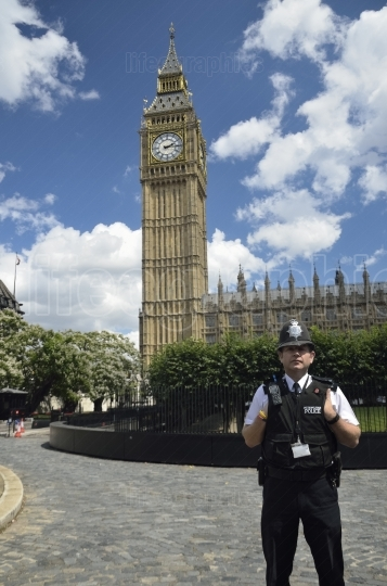 Police man in front of the Big Ben