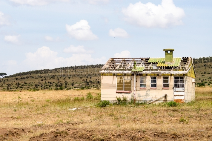 Abandoned house in the savannah of Masai Mara Park on the border