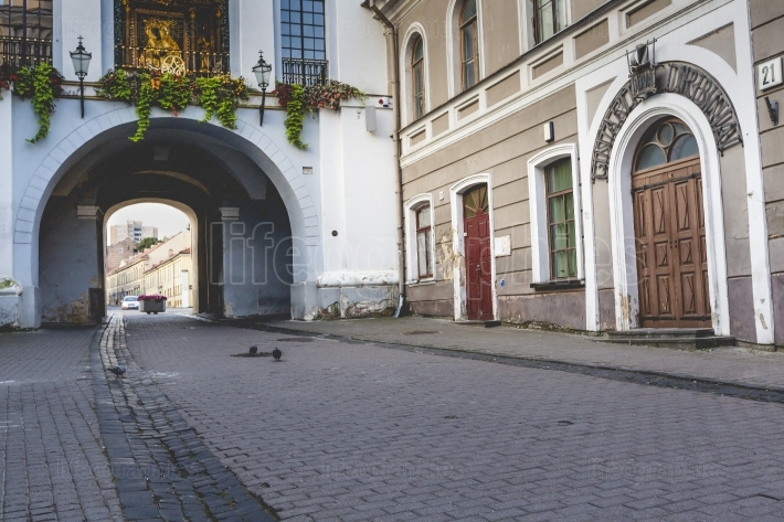 Ausros gate (gate of dawn) with basilica of madonna ostrobramska