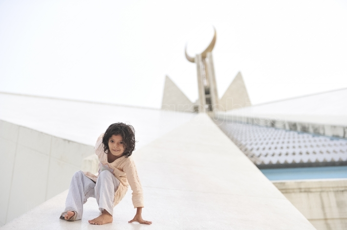 Beautiful pakistani girl playing at shah faisal mosque on independence day  of pakistan