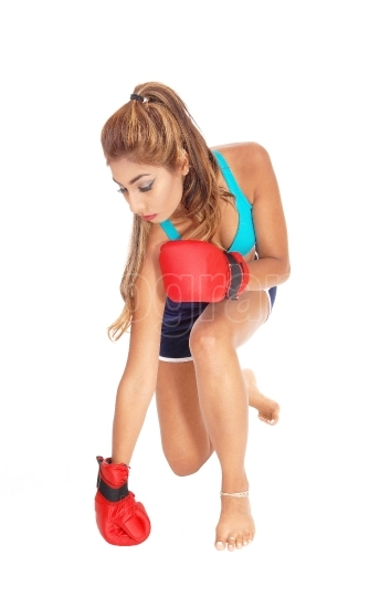 Boxing woman kneeling.