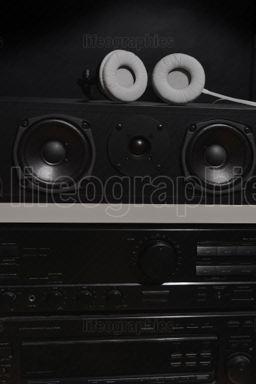 Central speakers and stereo amplifier with digital equalizer from a 7.1 THX Hi-Fi sound system