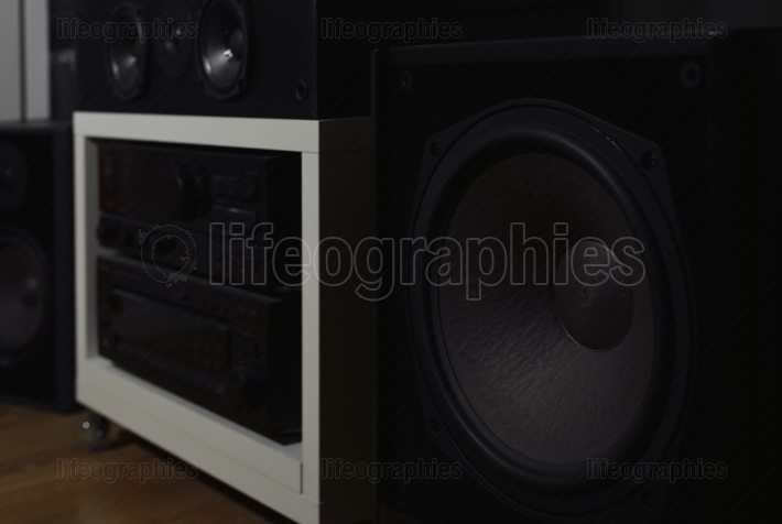 Central subwoofer and stereo amplifier with equalizer from a 7.1 THX Hi-Fi sound system