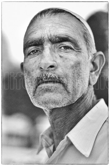 Close up portrait kashmiri old man. srinagar, kashmir.