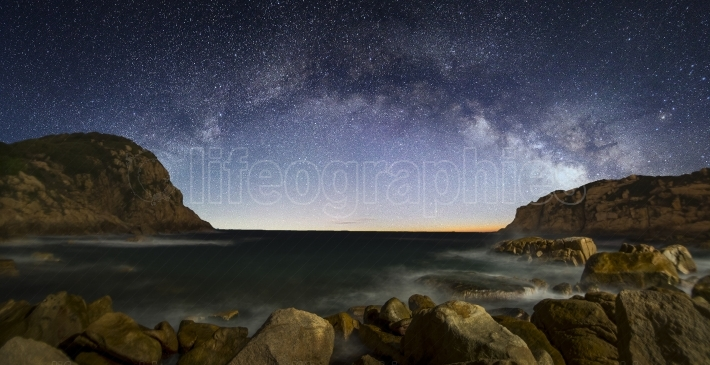 Curved Milky Way over the sea