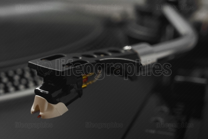 Detailed head and needle of a turntable player