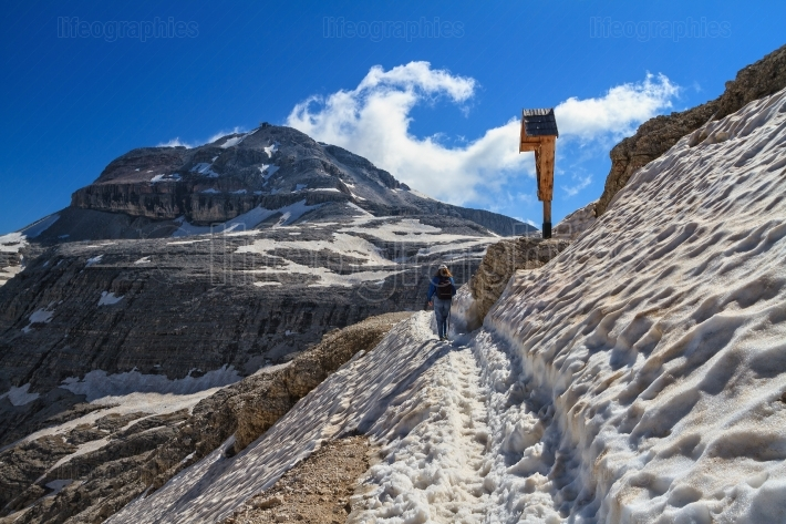 Dolomiti - hiker on snowvy path