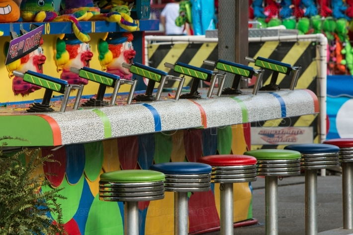 Empty stools and squirt guns at county fair game