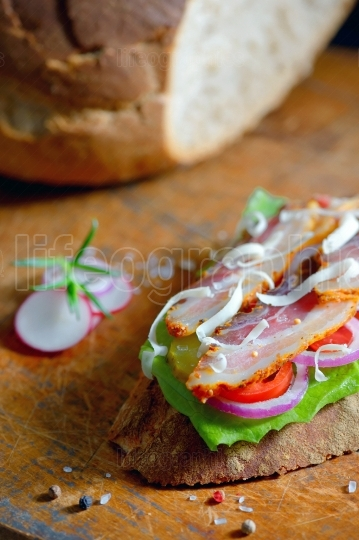 Fresh sandwiches with ham and vegetables