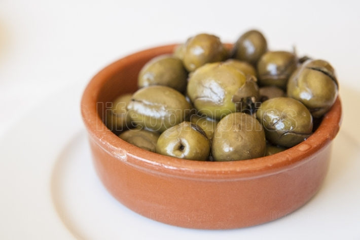 Green crushed marinated olives