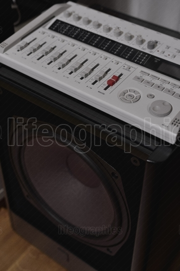 Hi-fi central 20-80Hz subwoofer and channels mixer from a 7.1 THX Hi-Fi sound system