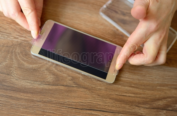 Installing safety glass on smartphone