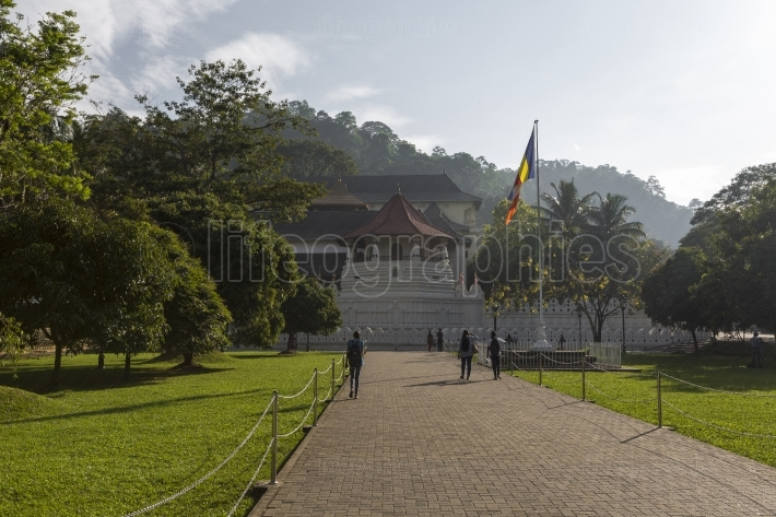 Kandy, sri lanka - december 01:, 2016: temple of the sacred toot