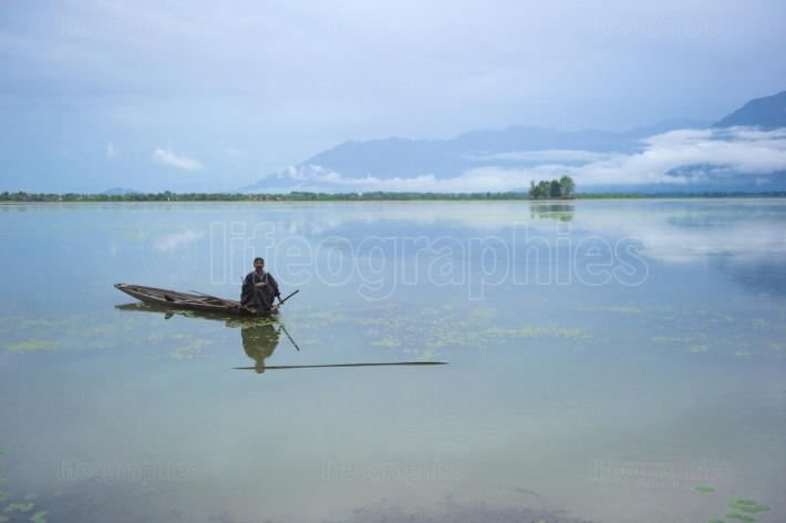 Kashmir boat man selling on dal lake