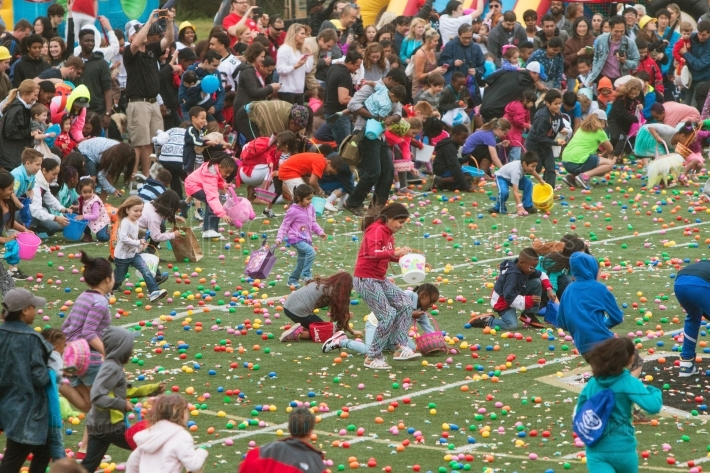 Kids rush onto football field for community easter egg hunt