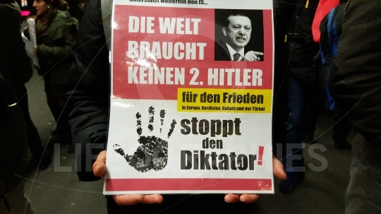 Kurdish demonstrators protest against Turkish government  in front of Bern train station (Thursday 19 May 2016 20:06)