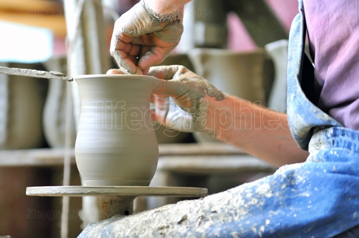 Making of a ceramic vase