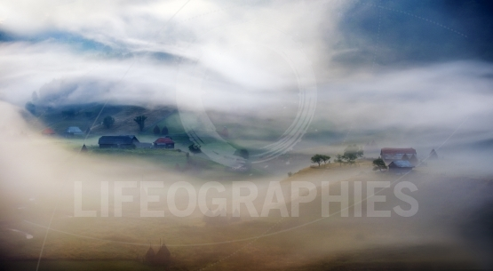 Mountain landscape with autumn morning fog at sunrise - Fundatur