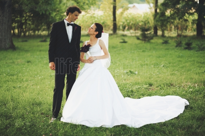 Newlywed couple in garden