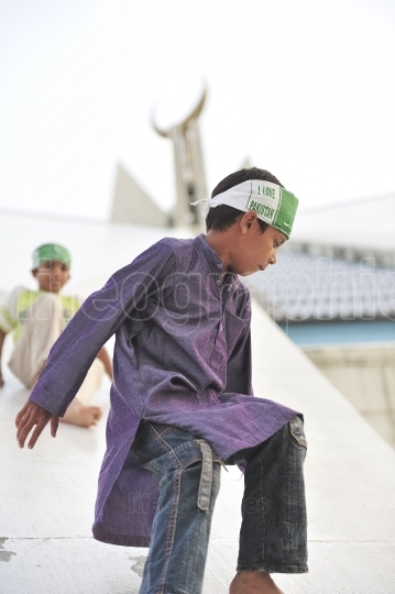 Pakistani kids playing at shah faisal mosque  on independence day  of pakistan