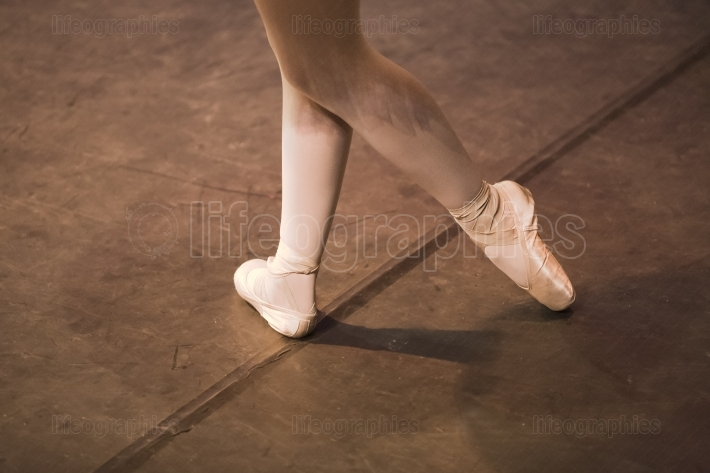 Pointe shoes shadows