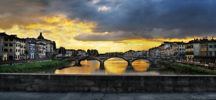 Ponte Santa Trinita (Holy Trinity Bridge) over River Arno