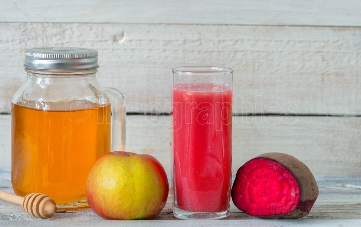 Red detox with beetroot, apple and honey