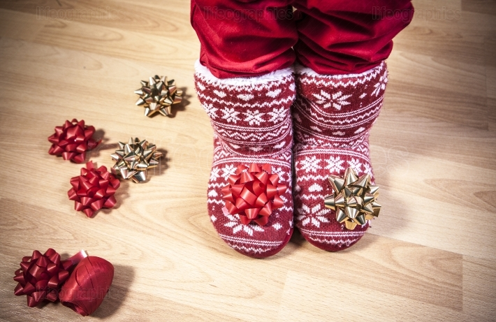 Red knitted boots full of ribbons
