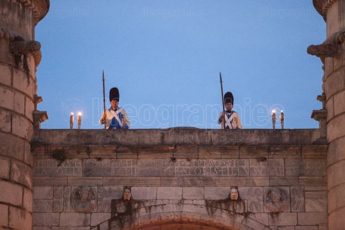 Regiment Castilla period dressed guards at Palms door