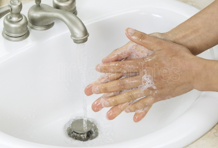 Rinsing soap off hands