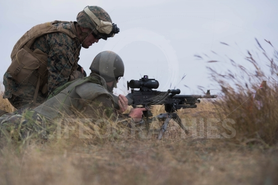 Romanian infantry with machine gun M240