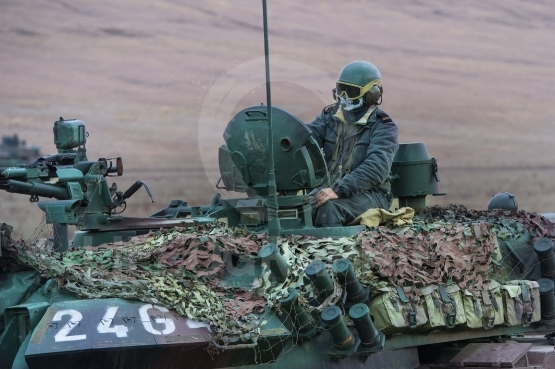 Romanian military on the tank TR85M1