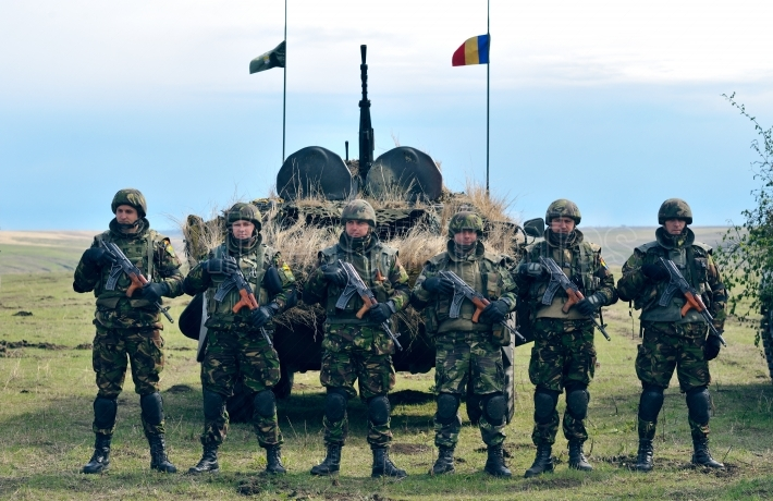 Romanian Military with semiautomatic rifle