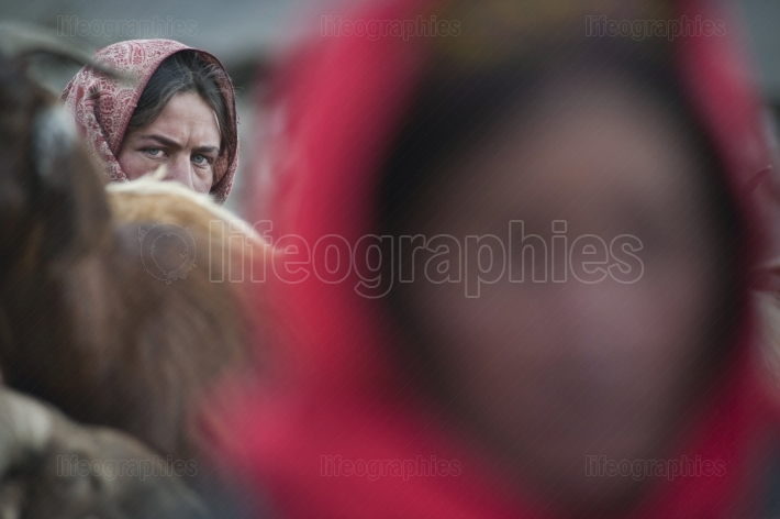 Sajida (in focus) and old lady (in foreground defocus) from upper shimshal.