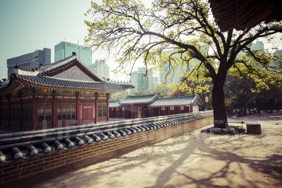 SEOUL - OCTOBER 21, 2016: Deoksugung Palace in Seoul, South Kore