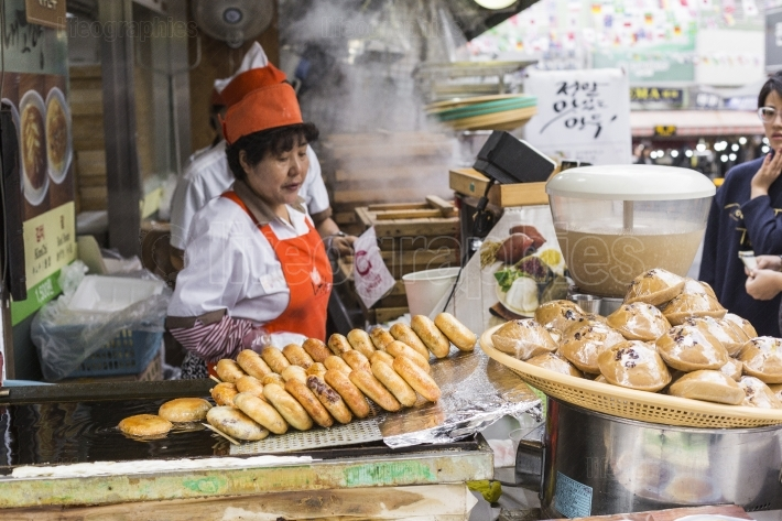 Seoul - october 21, 2016: traditional food market in seoul, kore