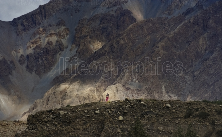 Shimshali woman close to Shimshal village