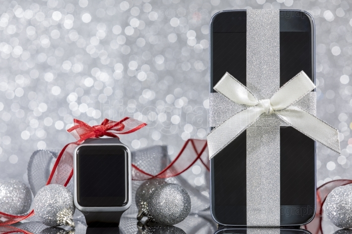 Smartphone and smartwatch for Christmas