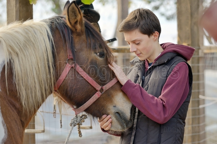 Teenager love a horse