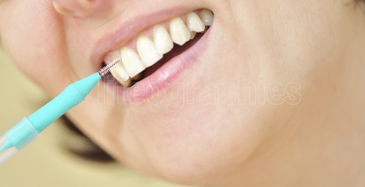 Teeth with an interdental brush