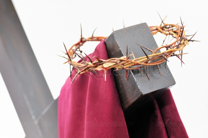 The crown of thorns and the cross