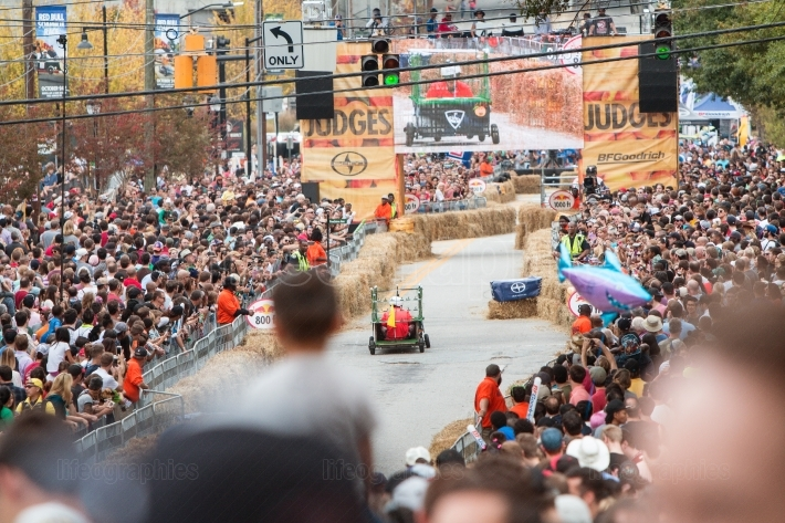 Thousands of spectators watch atlanta soap box derby race