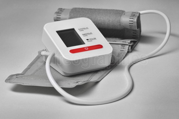 Tool for measuring the blood pressure