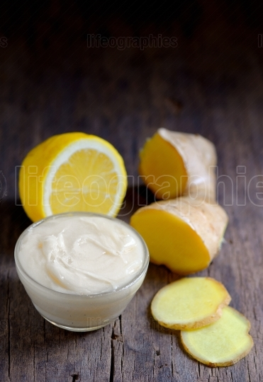 Treatment with coconut butter, ginger and lemon