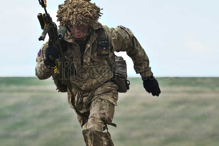 Uk military with semiautomatic rifle