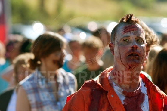 Zombie Waits With Others To Terrorize Runners In 5K Race